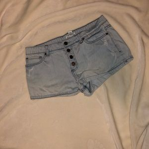 Light denim shorts!